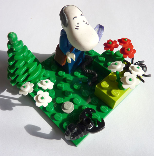 The Hemulen in Lego - the little satchel is perfect.